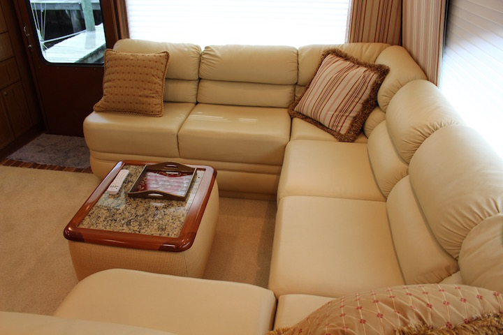 Ocean Yachts 54 SS Salon Lounge